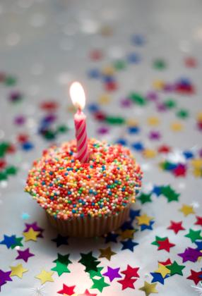http://worldwide.aceharmon.com/images/2009/02/birthday-cupcake.jpg